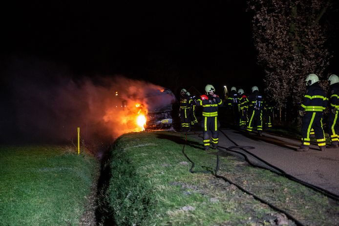 Camper vliegt in brand in Oudenbosch.