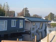 Woonboot in Oud Ade is zinkende: oorzaak onbekend