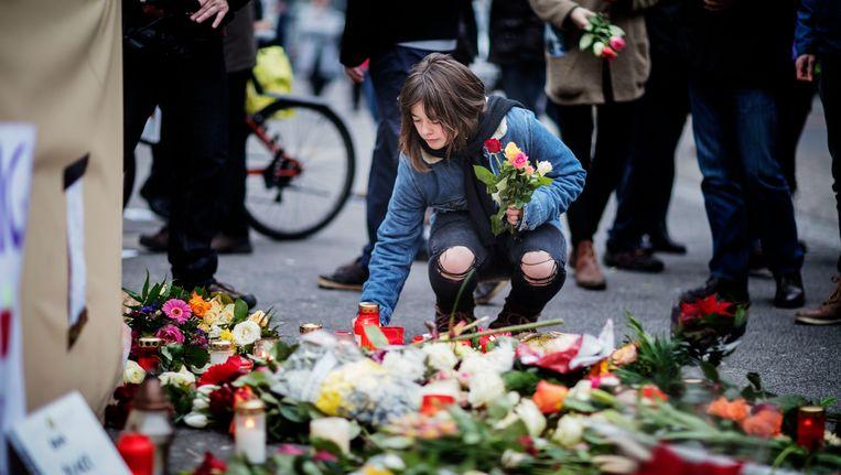 Bloemen op het plein bij de Gedächtniskirche in Berlijn. Beeld Photo News