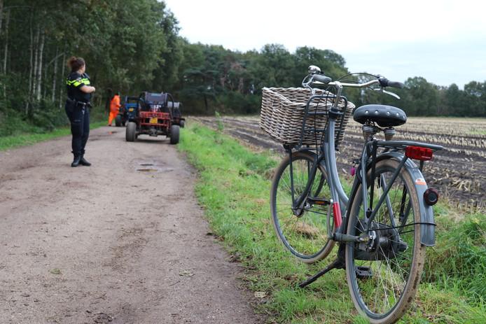 Een fietser is maandagmiddag ernstig gewond geraakt na een aanrijding met een buggy op de Veldhoefweg in Putten.