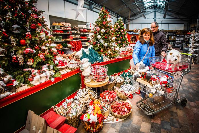 Het tuincentrum in Numansdorp is al helemaal in kerstsfeer.