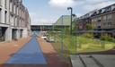 Het Lindeplein krijgt volgens plan een Lindestraatje, dat alleen voor voetgangers bestemd is.