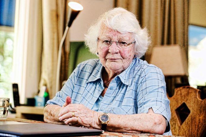 Riet de Rooij-Colet vertelt over de Joodse onderduikers die in haar jeugdjaren op hun zolder in Eindhoven ondergedoken zaten.