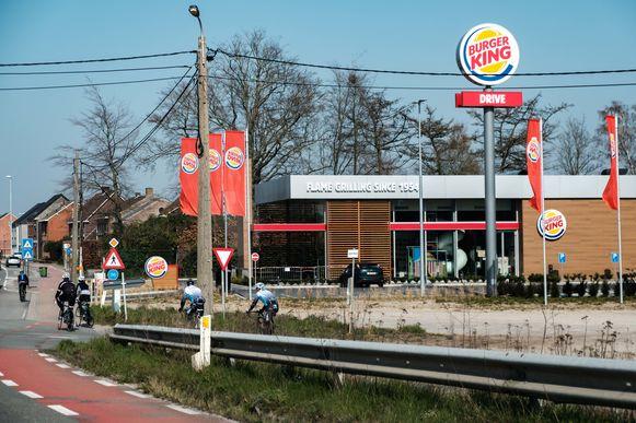 Zandhoven in lockdown vanwege de coronamaatregelen. Fastfoodrestaurant Burger King.