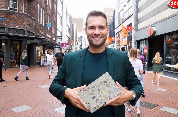 Rik Thijs met nieuwe steen voor Eindhovense binnenstad