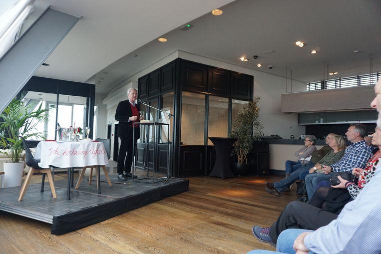 Minifestival 'Liefde tussen de lijnen' wist zowat 800 bezoekers te lokken. Onder meer auteur Adriaan van Dis kwam een performance brengen in het Kursaal, een gids gaf extra duiding aan de deelnemers.