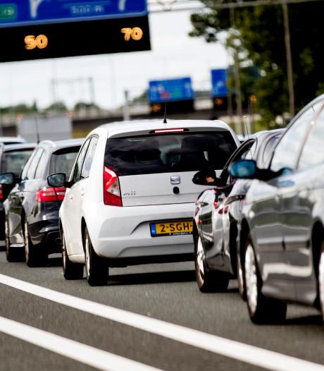 Verkeersdrukte bij Amsterdam en bij de grens