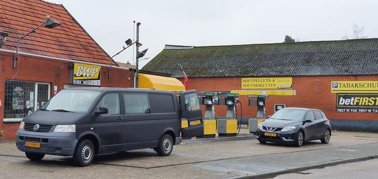 Bij de tankstations is het bij momenten ook een komen en gaan van voertuigen en dan vooral met Nederlandse nummerplaat.