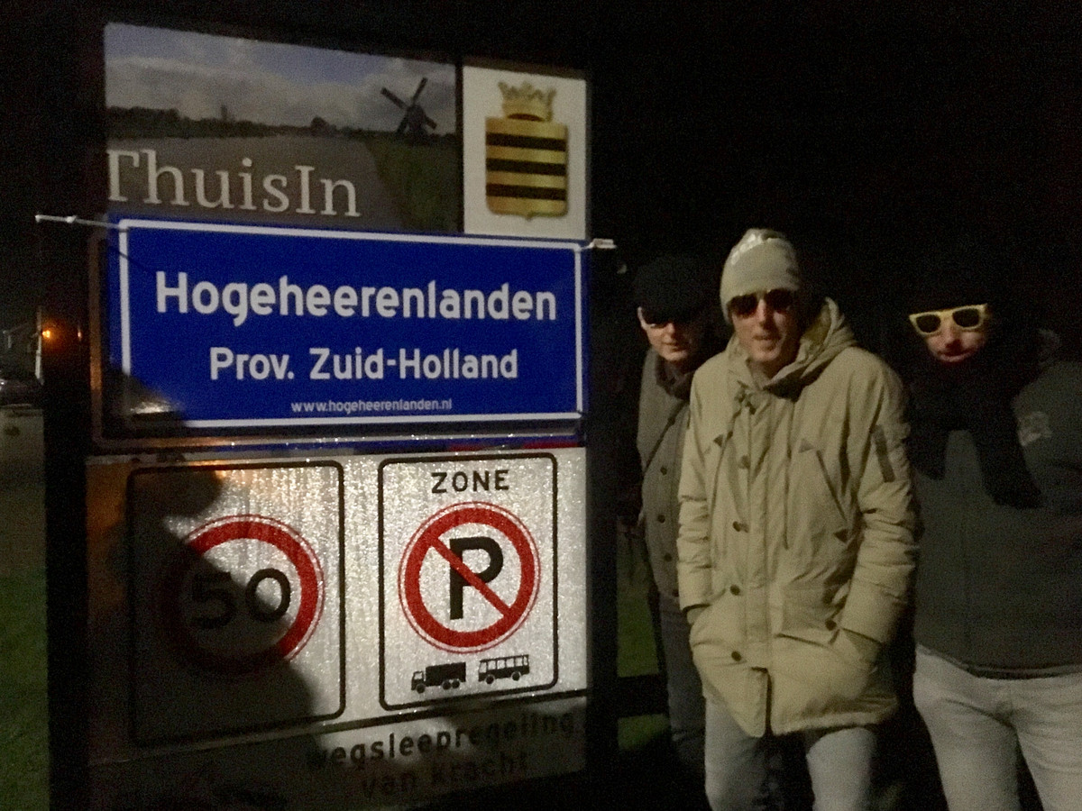 In de eerste uren van 2019 verwisselde een groepje inwoners van Zederik meer dan tien spiksplinternieuwe borden van gemeente Vijfheerenlanden in Zederik en Leerdam als stil protest tegen de overgang naar de provincie Utrecht.