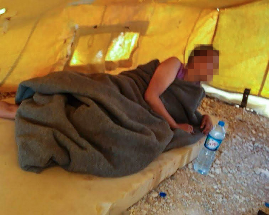 De Nederlandse Chadia is totaal verward en moet zien te overleven in een kamp in Syrië.