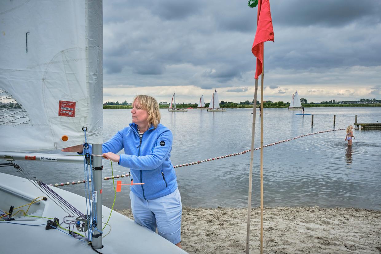 Vanwege corona vieren veel Nederlanders deze zomer veel vakantie in de buitengebieden in eigen land. De foto's zijn genomen op Watersportcamping Heeg.