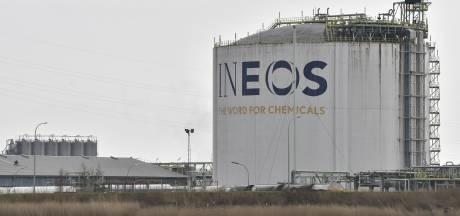 Chemieconcern Ineos halveert voorlopig mega-investering in Antwerpen