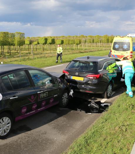 Flinke schade bij aanrijding op N321 tussen Cuijk en Beers