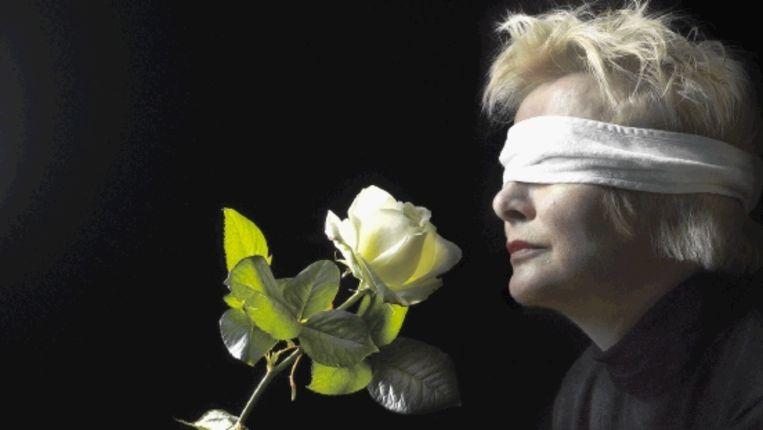 Joke Boon: ¿Niemand haalt het in zijn hoofd om tegen een blinde te zeggen: mooi dat je lelijke mensen niet kan zien.¿ (FOTO MARK KOHN) Beeld