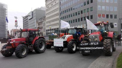 Tractoren nemen Schumanplein in uit protest tegen vleesschandalen