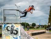 Lukas (13) vliegt dagelijks door de lucht met zijn stuntstep: 'Ik heb wel een paar kneuzingen gehad'