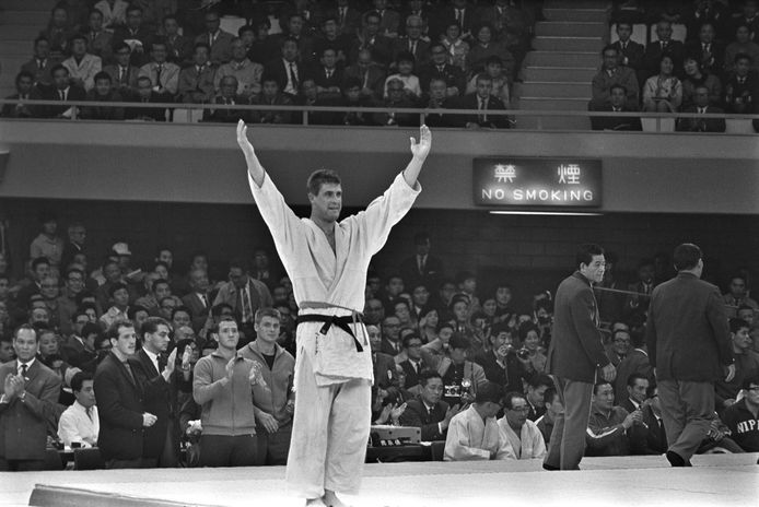 23 oktober 1964: het ongelooflijke is gebeurd in de Budokan in Tokio. Anton Geesink heeft de Japanner Akio Kaminaga verslagen in de olympische finale van de open klasse.
