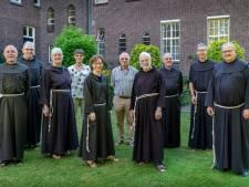 Praten over zingeving van het leven én voetbal: Daar ontkom je natuurlijk niet aan in een klooster'