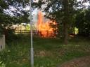 De brandende bijenkasten op het terrein van de Grote Beek