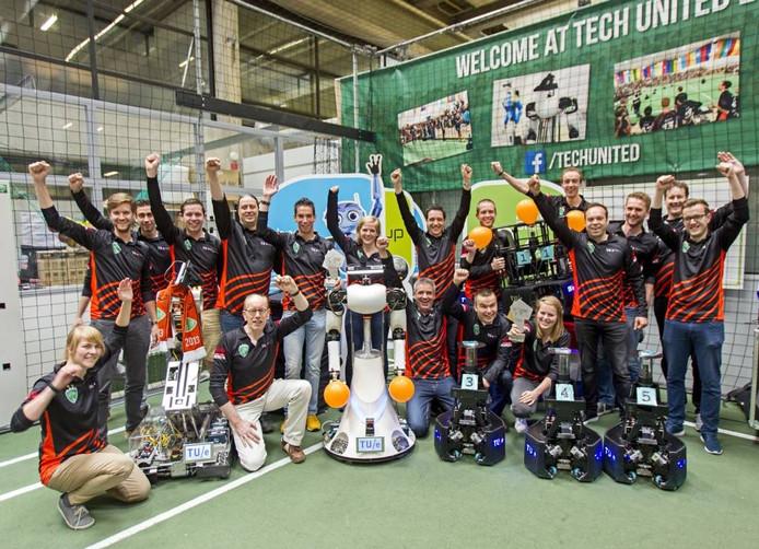 Het team van de TU/e dat wereldkampioen robotvoetbal is geworden. Foto René Manders/fotomeulenhof