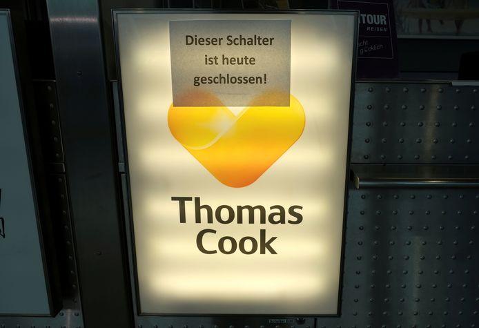 De incheckbalie van Thomas Cook Airlines op het vliegveld van Düsseldorf.