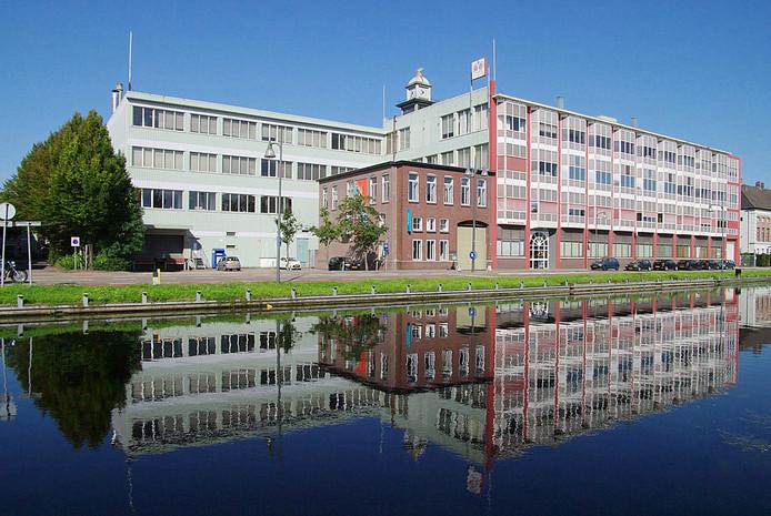 De bedrijfspanden aan de Kanaaldijk in Helmond waar textielfabrikant Raymakers zit