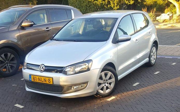 Deze Volkswagen Polo werd maandagnacht gestolen in Duiven.