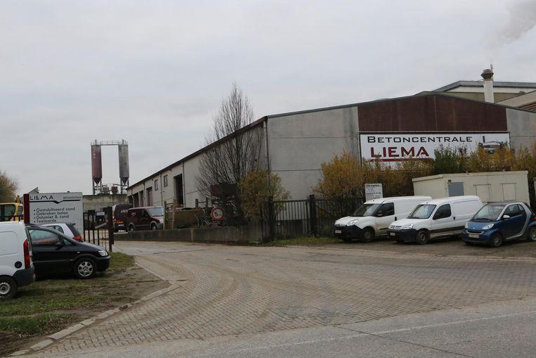 De inbrekers sloegen toe bij betoncentrale Liema (foto l.), de Technische Dienst van de stad (foto midden) en in het fruitbedrijf van Jan Reynaerts (foto r.).
