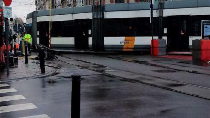 Tram 'uit de sporen' in Gent na panne