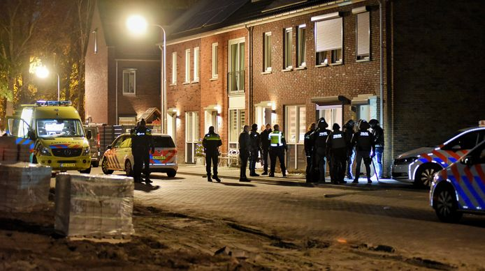 Arrestatieteam op Ellingtonlaan in Tilburg.