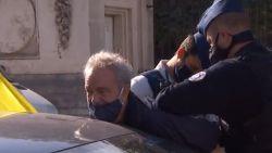 Gerolf Annemans (Vlaams Belang) geboeid weggebracht na blokkering Wetstraat