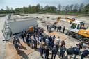 GEERTRUIDENBERG - Met een eerst schep zand door medewerkers en cliënten werd in april 2019 gestart met bouw van groot zorgcentrum Riethorst-Stromenland.