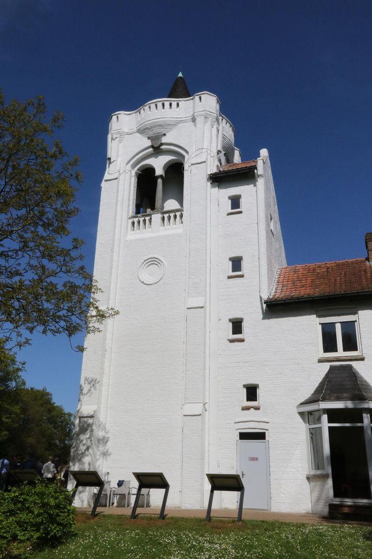 De Belvedèretoren op de Kemmelberg werd gerenoveerd.