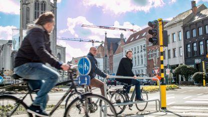 Fietsers mogen binnenkort op Vlaamse gewestwegen rechtsaf door rood