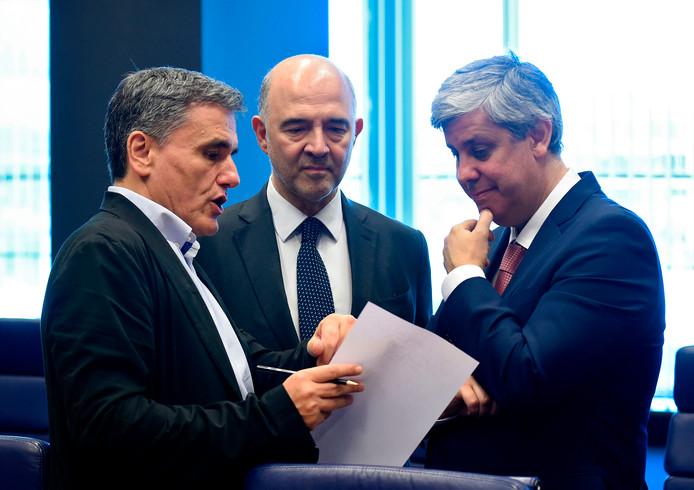 Eurogroepvoorzitter Mario Centeno (rechts) zou het blijde nieuws om zes uur komen melden, maar de enige die naar beneden kwam was IMF-chef Christine Lagarde.