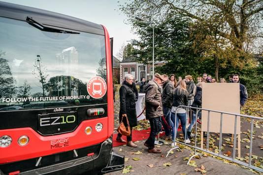 Een zelfrijdend busje staat in één van de proeven centraal. In het dunbevolkte Noord-Groningen zijn reguliere buslijnen meestal niet rendabel