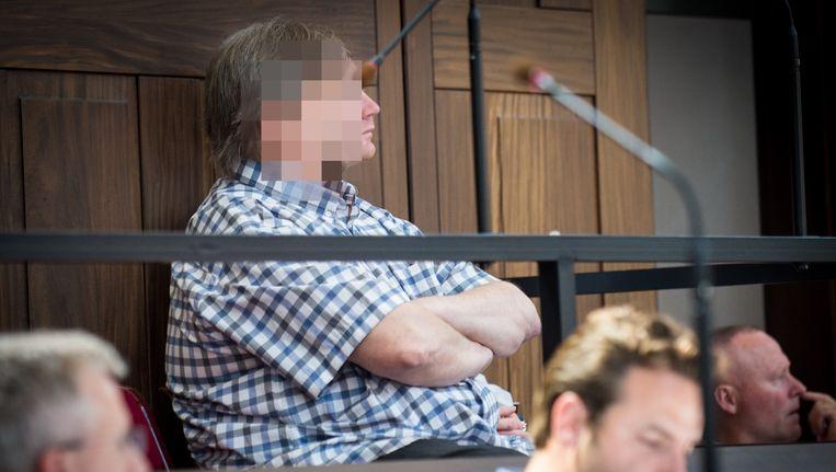 Van Mullem bleef na de moord koel en graaide de schuldbekentenis en de gsm van het slachtoffer mee.