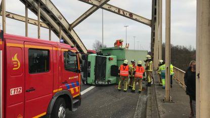 File op E313 richting Hasselt door gekantelde truck in Massenhoven
