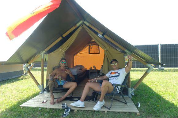 Nieuw dit jaar is een camping op slechts 50 meter afstand van het festivalterrein waar festivalgangers hun tent kunnen opzetten zodat het spektakel nooit ver weg is.