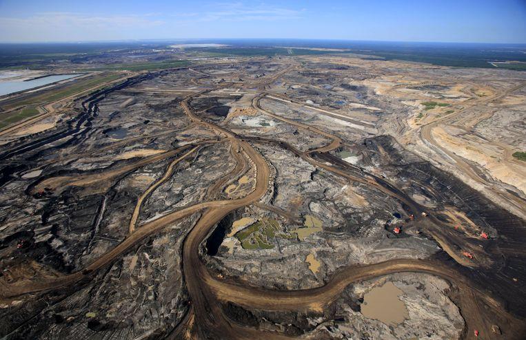 Een mijn waar teerzandolie wordt geëxploiteerd in het noorden van Alberta, Canada.