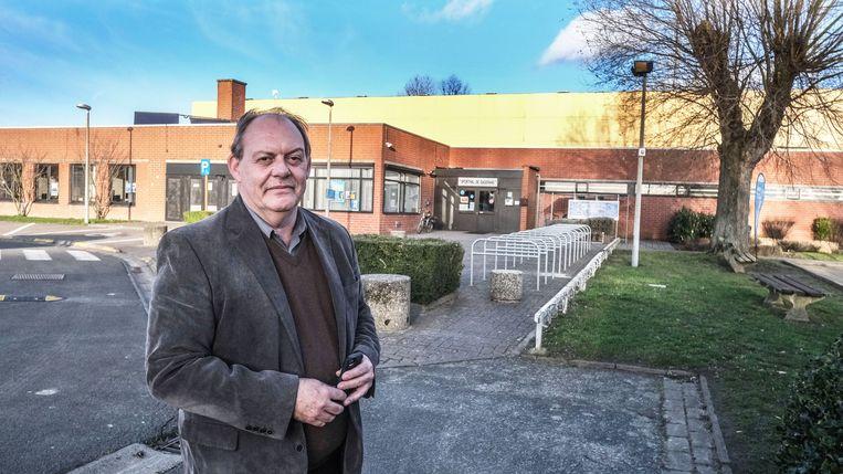 Harelbeke. Schepen Dominique Windels bij sporthal De Dageraad, waar nog geïnvesteerd wordt om het comfort er de komende jaren nog te vergroten.