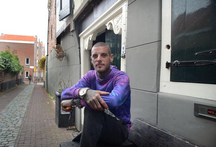Johan van Mourik stopt met zijn tattoostudio in Zierikzee.