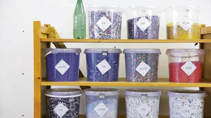 6. Met de vermaler (zie foto 5) kun je afvalplastic verwerken tot plastic korrels.