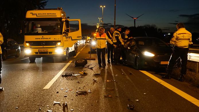 Twee rijstroken zijn dicht bij Deventer op de A1 vanwege het ongeval.