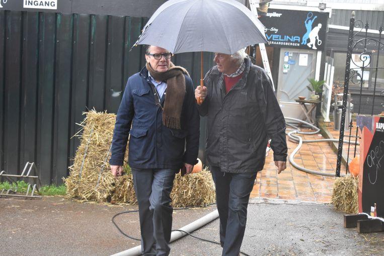 Burgemeester Guido De Padt kwam eigenaar Albert De Norre een hart onder de riem steken.