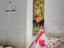 Vrouw (66) aangehouden voor vernielen van graven op begraafplaats in Harderwijk