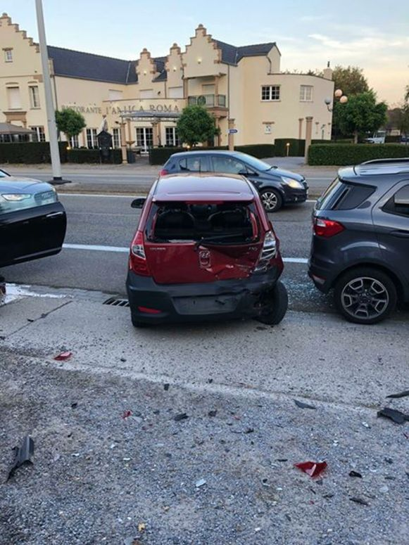 De wagens raakten zwaar beschadigd.