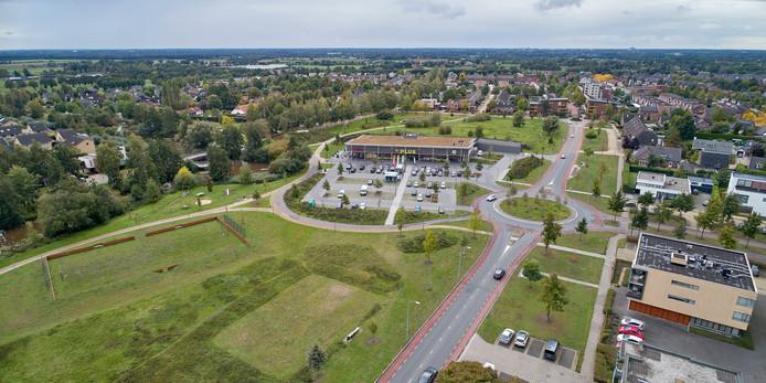 Links en rechts van de Supermarkt aan de Sesterlaan wil Uden in totaal vijftig huizen bouwen. De wijk ziet dat nog steeds niet zitten.