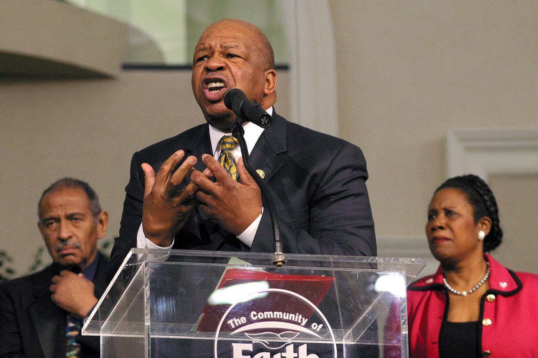 Cummings werd advocaat, onder meer dankzij een winkelier die zijn inschrijvingsgeld betaalde voor de universiteit en hem regelmatig tien dollar stuurde met een briefje erbij: 'Hou vol!'