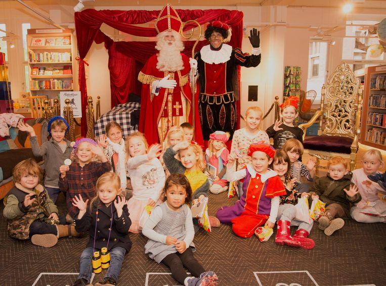 Sinterklaas is wakker gemaakt Beeld Scheltema